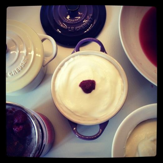 Tiramisu con yogurt e frutta
