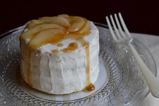 Pan di Spagna crema di pecorino e pere caramellate