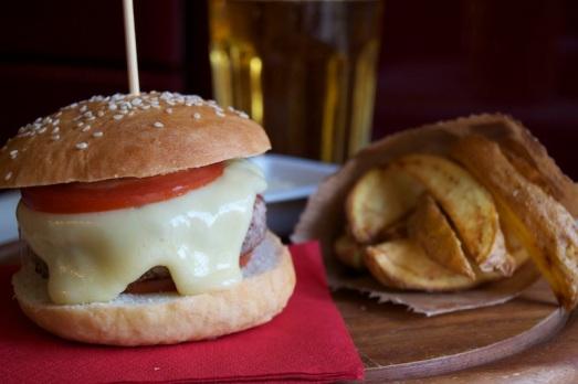 Hamburger piemontese al castelmagno