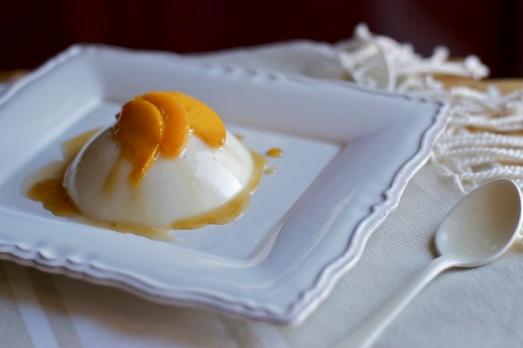 Biancomangiare vinsanto e pesche caramellate